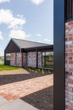 Earlier Show Homes - Hamilton - Urban Homes Exterior House Colors, Exterior Design, Acerage Homes, Modern Brick House, Brick Ranch Houses, Shed Homes, Facade House, Building A House, House Design