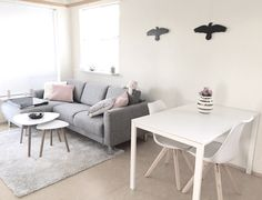 Grey & pink livingroom 🌸 paper storage, whistler, home organization, o Tiny Living Rooms, Small Apartment Living, Living Room Colors, Living Room Grey, Living Room Decor, Interior Design Living Room, Living Room Designs, Kitchen Interior, First Apartment Decorating