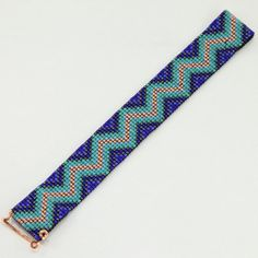 The Blues Zig Zag Tribal Style Bead Loom Bracelet par PuebloAndCo