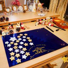 s a t oさんはInstagramを利用しています:「結婚式お手伝い編 ウェディングツリー的なことがしたいけど、指のスタンプはもう散々やったし… ということで なんていうんだろ?Wedding Starとでもしときましょう😊 カラーのアクリル板を夜空に見立てて、 ゲストにお名前とメッセージを 書いてもらった星のチップを並べて、…」 Wedding Letters, Star Wedding, Welcome Boards, Galaxy Theme, Poker Table, Kids Rugs, Invitations, Lettering, Party