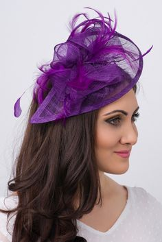 def8e991132 This sassy fascinator gives a nod to vintage style with a bouncy mesh.
