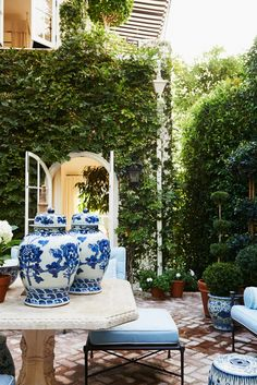 Courtyard How To Create The Mark D Sikes Look For Your Patio Furniture - Gorgeous patio and beautiful Blue and white Chinoiserie porcelains Patio Garden Ideas On A Budget, Diy Patio, Patio Ideas, Budget Patio, Outdoor Rooms, Outdoor Living, Outdoor Decor, Outdoor Kitchens, Outdoor Areas
