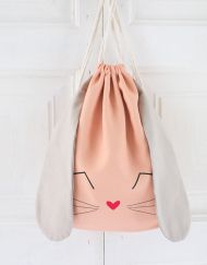 mochila_conejo_coraltenue_w Bunny Crafts, Diy Tote Bag, Diy Couture, Kids Backpacks, Kids Bags, Fabric Bags, Cute Bags, Handmade Bags, Baby Sewing