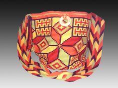 Handmade Susu Bag from the Wayuu Taya Foundation - www.wayuustore.com