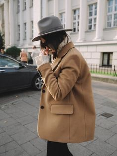 Camel coat - Abby Vancisin - - Camel coat How To Wear Camel This Fall - Fashion Week, Fashion Outfits, Womens Fashion, Fashion Trends, Travel Fashion, Fashion Lookbook, Fashion Bloggers, Camel Coat Outfit, Fashion Magazin