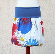 Balónovka s akvarelem Vesele a nově do léta - udělejte si radost! Bílá balónová sukýnka rozkvetlá akvarelovými květy - rozzáří vaše horké letní dny! ............................................................................................................ Je ušitá ze zahraniční látky - 100% bavlněné plátýnko - s potiskem akvarelových zářivých květů. Pásek je ...