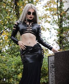 Kiki Carnage sur Instagram: Grim Reaper. Gorgeous gown from @wulgaria_evil_clothing 🕷🕷 Heavy Metal Fashion, Dark Fashion, Gothic Fashion Photography, Very Pretty Girl, Black Like Me, Witch Fashion, Punk, Hot Outfits, Hot Blondes