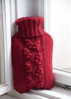 Knit a hot water cozy: Winterberry pattern by gluecksfisch #free_pattern