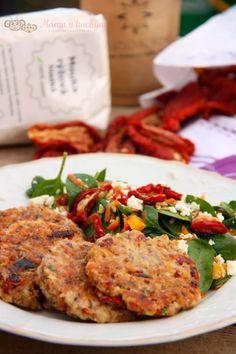 Bulgurové placky se sušenými rajčaty (od 1 roku) | Máma v kuchyni Tandoori Chicken, Salmon Burgers, Cooking, Ethnic Recipes, Fit, Harvest, Bulgur, Kitchen, Shape