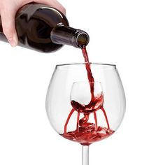 Give your guests a dazzling display reminiscent of the Trevi fountain in Rome with our elegant aerating decanter. With this expert wine connoisseur approved aerator insert and decanter set, you can easily aerate and intensify the flavors of your favorite Carafe, Unique Wine Glasses, Whisky, In Vino Veritas, Tequila, It Goes On, Wine Drinks, Beverages, Looks Cool
