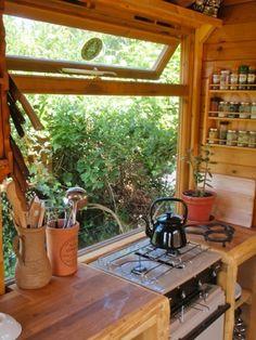 Handmade Matt's Portable DIY Tiny Cabin (Video)