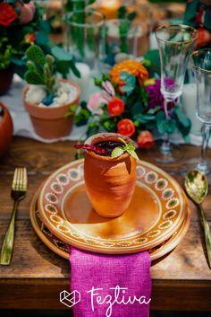 Discover recipes, home ideas, style inspiration and other ideas to try. Mexican Party Favors, Mexican Party Decorations, Party Themes, Mexican Table Setting, Mexican Themed Weddings, Ideas Para Fiestas, Decoration Table, Just In Case, Wedding Bouquets