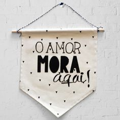 Bandeirinha O Amor Home Crafts, Diy And Crafts, Diy Cans, Diy Tumblr, Diy Banner, Lettering Tutorial, Kids Room Design, Craft Work, Inspiration