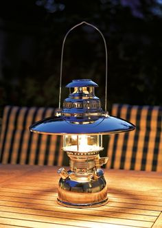 Petromax Petroleumlampe HK 500 Chrom, mit Lampenschirm (optional)  Diese Gemütlichkeit täuscht nicht. Lange traumhafte Abende mit dem leisen säuseln der Starklichtlampe sind garantiert