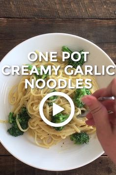 These One Pot Creamy Garlic Noodles are delicious yet so easy and clean-up is a snap. No creams or large amounts of butter making this meal a winner all-around! Garlic Buttered Noodles Recipe, Garlic Butter Noodles, Butter Noodle Recipe, Dinner Casserole Recipes, Yummy Pasta Recipes, Cooking Recipes, Easy One Pot Meals, Thing 1, Vegan Dishes