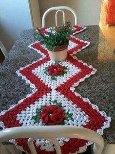 Transcendent Crochet a Solid Granny Square Ideas. Inconceivable Crochet a Solid Granny Square Ideas. Knitted Christmas Decorations, Christmas Crochet Patterns, Holiday Crochet, Christmas Knitting, Crochet Kitchen, Crochet Home, Crochet Crafts, Crochet Motifs, Crochet Doilies