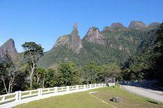 Peaks (from left to right): Escalavrado, Dedo de Nossa Senhora, Dedo de Deus, Cabeça de Peixe and Santo Antônio.