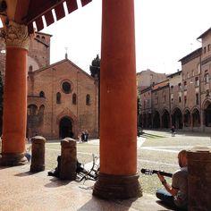 Con la chitarra al sole  #Bologna #SantoStefano #igersbologna #ig_bologna #vivobologna #loves_bologna #igersemiliaromagna #volgobologna #volgoitalia #travel #traveler #turismoer #bellaitalia #whatitalyis #instaitalia #instaitaly #igersitalia #ig_italia #vsco #gf_italy #ig_italy #picoftheday #photooftheday #bestoftheday #wonderfulplace #amazing #beautiful #sun #sunnyday #spring by instavittorio