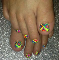 Nail fungus yeast infection also known as dermatophyte, can be found everywhere. Symptoms often include yellow, thick and splitting nails. Girls Nail Designs, Toenail Art Designs, Pedicure Designs, Pedicure Nail Art, Toe Nail Art, Mani Pedi, Pretty Toe Nails, Cute Toe Nails, Pretty Nail Art