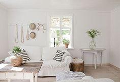 scandinavian-coastal-decor-living-room-tuvalu-home