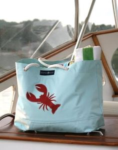 This is my next beach bag - although I'd rather a shell on it! // they have crabs too, but i like the lobster!
