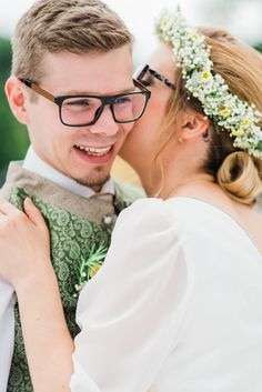 Hochzeitsfotografie — Hals über Kopf Boho Stil, Crown, Couple Photos, Couples, Good Day, Wedding Photography, Newlyweds, Wedding Dress, Couple Shots