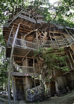 I found this on here but I've actually been to this building. It's a 5 story tree house near Jamestown, TN. So neat to find on here!!!
