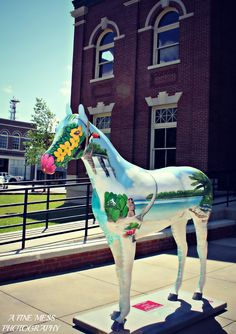Horse statue in front of the courthouse in downtown Newnan Ga.   My uncle Mark did this one!!!!! :D :D :D