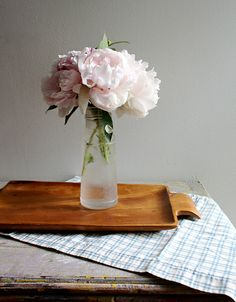I love the simple presentation of these peonies