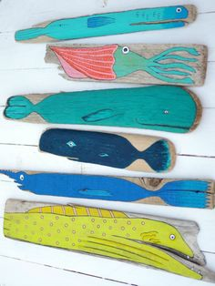 Super painting encounter on wood 66 Concepts painting Driftwood Fish, Painted Driftwood, Beach Crafts, Diy And Crafts, Arts And Crafts, Ready To Paint Ceramics, Driftwood Projects, Wooden Fish, Painted Sticks