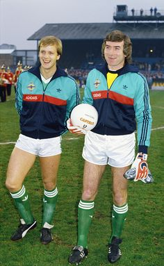 Pat Jennings and Colin Clarke raise a smile before an International match between Northern Ireland and Morocco at Windsor Park on April 1986 in Belfast, Northern Ireland. Get premium, high resolution news photos at Getty Images Retro Football, Football Kits, Vintage Football, Football Soccer, Northern Ireland Fc, Pat Jennings, Windsor Park, Vintage Adidas, Goalkeeper