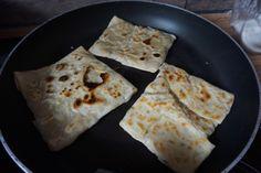 Entdecke mein Rezept für original türkische Goezleme   Teigtaschen aus der Pfanne   mit Hackfleisch auf meinem Foodblog aus Köln. Mit Fotos und Anleitung.