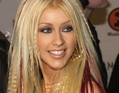 1999 - Christina Aguilera definitely pulled off the crimped look.As teen pop stars like Christina Aguilera crimped hair became all the rage. 2000s Hairstyles, Celebrity Hairstyles, Cute Hairstyles, Christina Aguilera, 2000s Makeup, Crimped Hair, Kelly Osbourne, Mary Kate Olsen, Tips Belleza