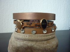 Brede armband van diverse soorten leer in bruintinten, oa leer met strass  met Gold rosé magneetsluiting.  Kan met of zonder schuivers.  € 25,= GERESERVEERD!