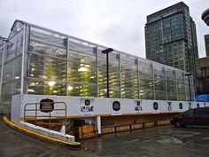 World's Most Innovative Urban Farms http://www.farmxchange.org/top-8-urban-farms-in-the-world/ Local Garden in Vancouver, Canada