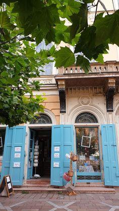 Centro de Esztergom - Hungria © Viaje Comigo Cabin, House Styles, Home Decor, Renaissance Architecture, Stair Steps, City, Traveling, Centre, Fotografia