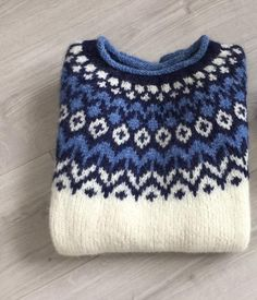 Icelandic Sweaters, Cozy Sweaters, Norwegian Knitting, Fair Isle Knitting Patterns, Sweater Fashion, Jumpers, Knitwear, Knit Crochet, Textiles