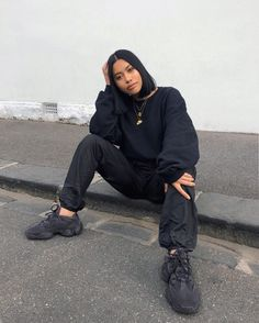 streetwear fashion How to get Adidas Yeezy Boost 500 Utility Black sneakers Chill Outfits, Mode Outfits, Trendy Outfits, Fashion Outfits, Womens Fashion, Black Outfits, Urban Fashion Women, Sporty Outfits, Fashion Clothes