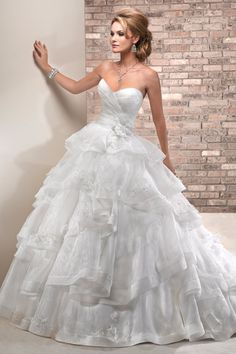 I'm actually in love with this #weddingdress