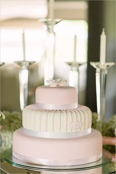 Sweet and Simple: 25 Wedding Cakes For the Minimalist Couple: You won't find any frills or fuss here.
