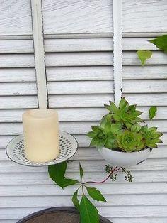 *2 Email Küchenutensilien von Granny* Eine zauberhafte shabby chic Deko für Ihre Küche oder den Garten... Als Wandkerzenleuchter oder zur Bepflanzung mit Dachrosen etc. Größe: ca. 10 und 12 cm...