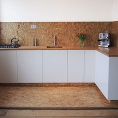 Basic Kitchen Area Concepts For Inside or Outside Kitchen areas – Outdoor Kitchen Designs Plywood Furniture, Kitchen Furniture, Kitchen Dining, Kitchen Cabinets, Furniture Ideas, Osb Board, Basic Kitchen, Diy Kitchen, Kitchen Images