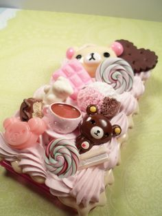 """ADORABLE. I LOVE the color. The pink """"whipped cream"""" sets with it. Also I really like the Rilakkuma theme."""
