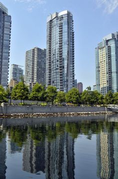 Callisto Tower in Vancouver, Bristish Colombia. A concrete realization.   ©Lafarge library - Ignus Gerber - IBI HB Architects