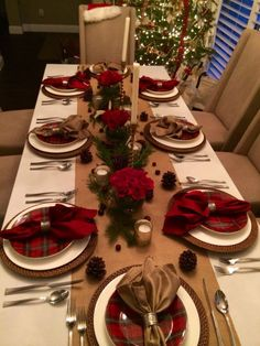 christmas eve dinner ideas - New Year Christmas Dining Table, Christmas Table Settings, Farmhouse Christmas Decor, Christmas Tablescapes, Christmas Table Decorations, Decoration Table, Rustic Christmas, Table Centerpieces, Christmas Eve Dinner