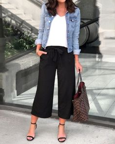 Summer Trend Alert: Culottes Source by eisnerellen casual chic Fashion Mode, Work Fashion, Womens Fashion, Classic Fashion Style, Fashion Trends, Classic Chic, Latest Fashion, Mode Outfits, Casual Outfits