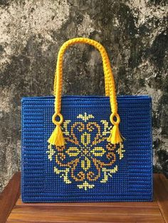 Plastic Canvas Stitches, Plastic Canvas Crafts, Broderie Bargello, Homemade Bags, Mandala Canvas, Bag Pattern Free, Embroidery Bags, Tapestry Crochet, Leather Bags Handmade