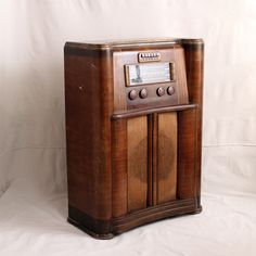 Large Stand Up Radio with Bakelite Dials Stand Up, Old Things, Eyes, Creative, Get Up