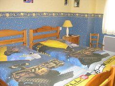 Les Volets Bleus  La chambre suite  Profitez de chambres d'hôtes agréables dans un cadre chaleureux chez Jean-Jacques et Annie et leur maison aux volets bleus. Tout confort vous y attend. Près de Poitiers et du Futuroscope. Leur belle maison est située en Pays Châtelleraudais au 60 rue Romain Rolland à Naintré (86530).  Contactez les au 05.49.90.04.76 ou par mail sur acj3@sfr.fr Droits de la vidéo : Office de tourisme du Châtelleraudais