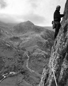 maxw16 Up above the streets and houses, well Llanberis Pass, on the 2nd pitch of Crackstone Rib, Llechog summit at 718 metres in the background #llanberis #outdoorphotography #climbing_pictures_of_instagram #tradisrad #mountains #adventure #liveclimbrepeat #tradclimbing #timetoclimb #snowdonia #MEclimbing